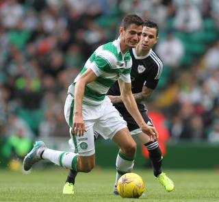 Celtic's Nir Bitton Pays £1000 For Girl With Brain Tumour to go to Disneyland